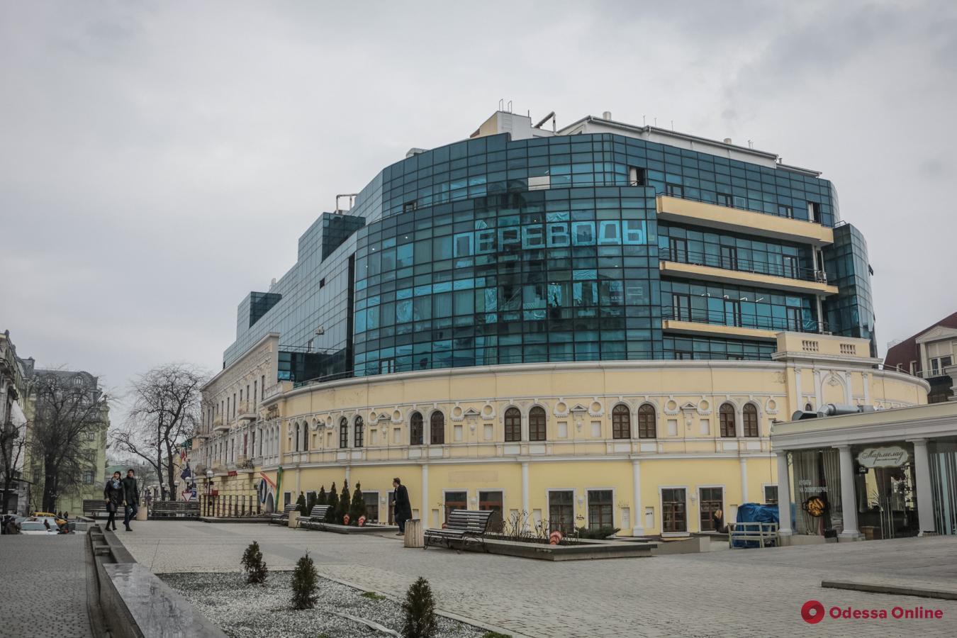 Четвертое за вечер: полиция ищет взрывчатку в ТЦ «Галерея Афины»