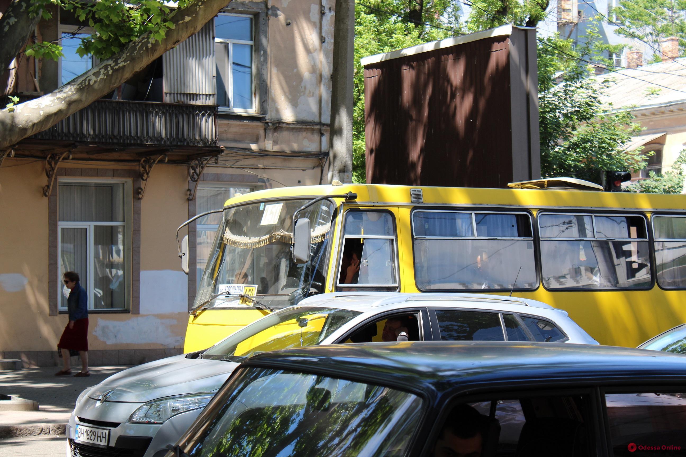 Дорожная обстановка в Одессе: пятничные пробки во всех районах