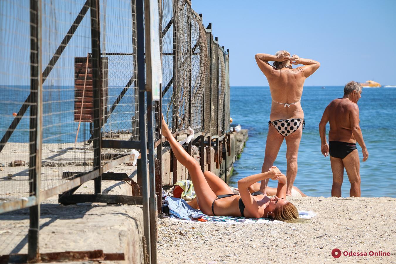 Августовская жара на одесском пляже (фоторепортаж)