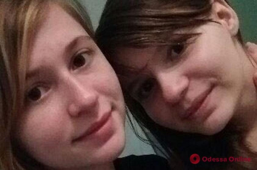 Сбежали из больницы: в Одесской области разыскивают сестер-подростков