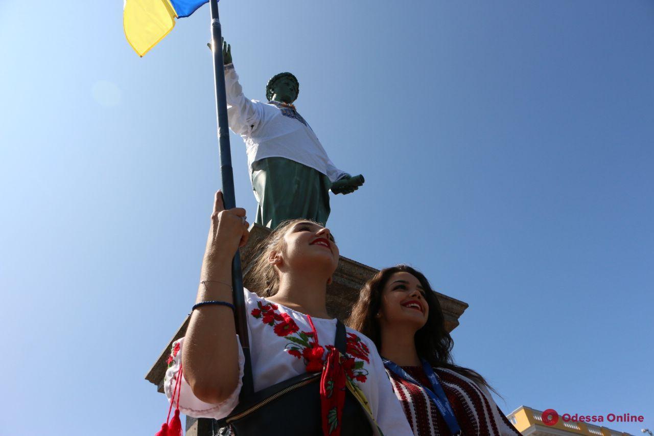 Вышиванковая цепь на Потемкинской лестнице: акция собрала 1900 участников