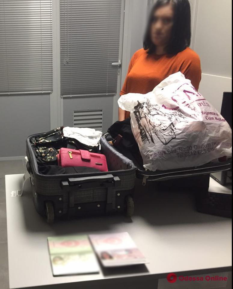 В Одесском аэропорту не дали попасть в Украину гражданке Турции