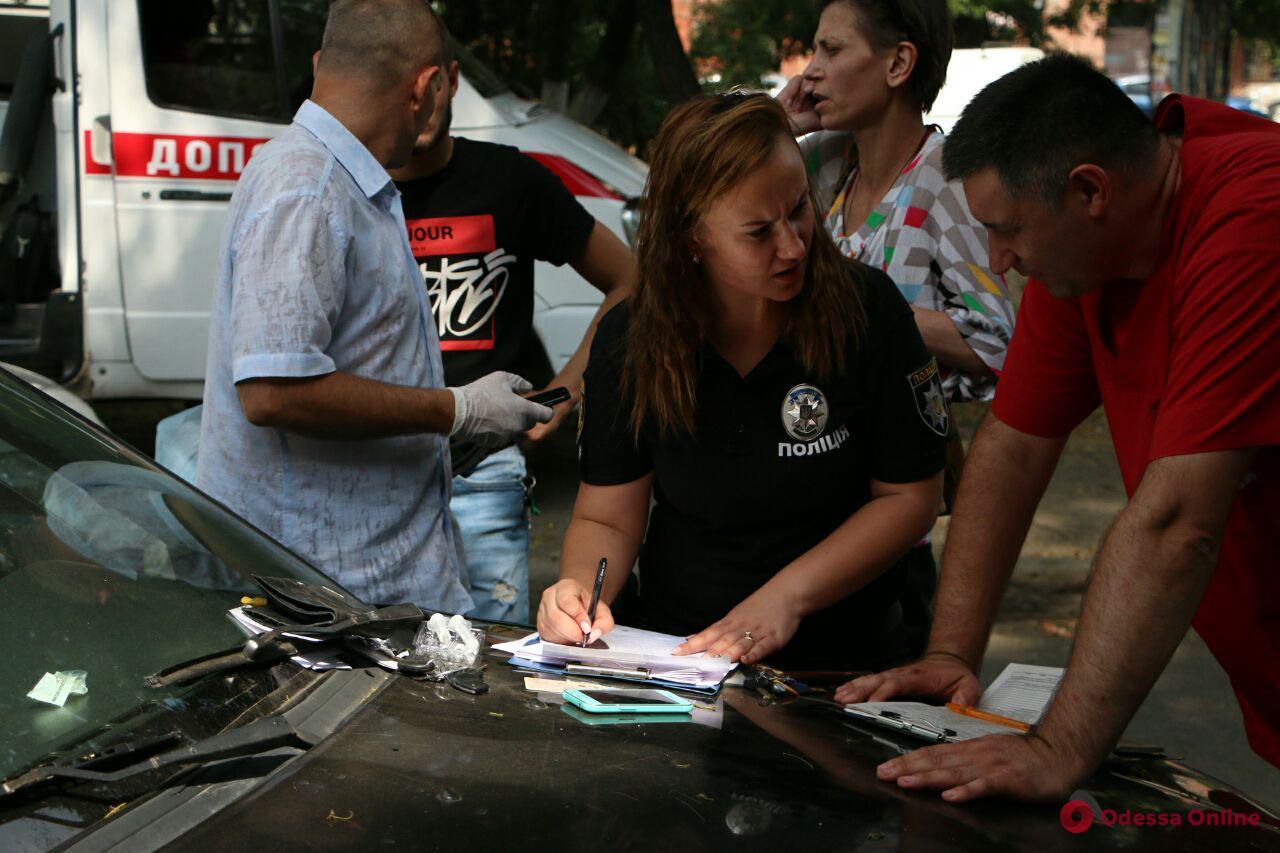 В Одессе прямо за рулем умер таксист (осторожно, фото)