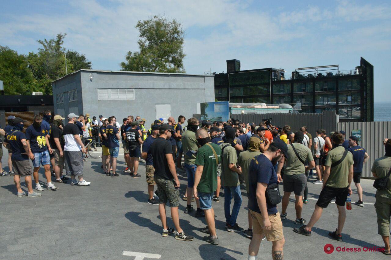 Одесса: активисты нагрянули на стройку возле дельфинария «Немо» (фоторепортаж)