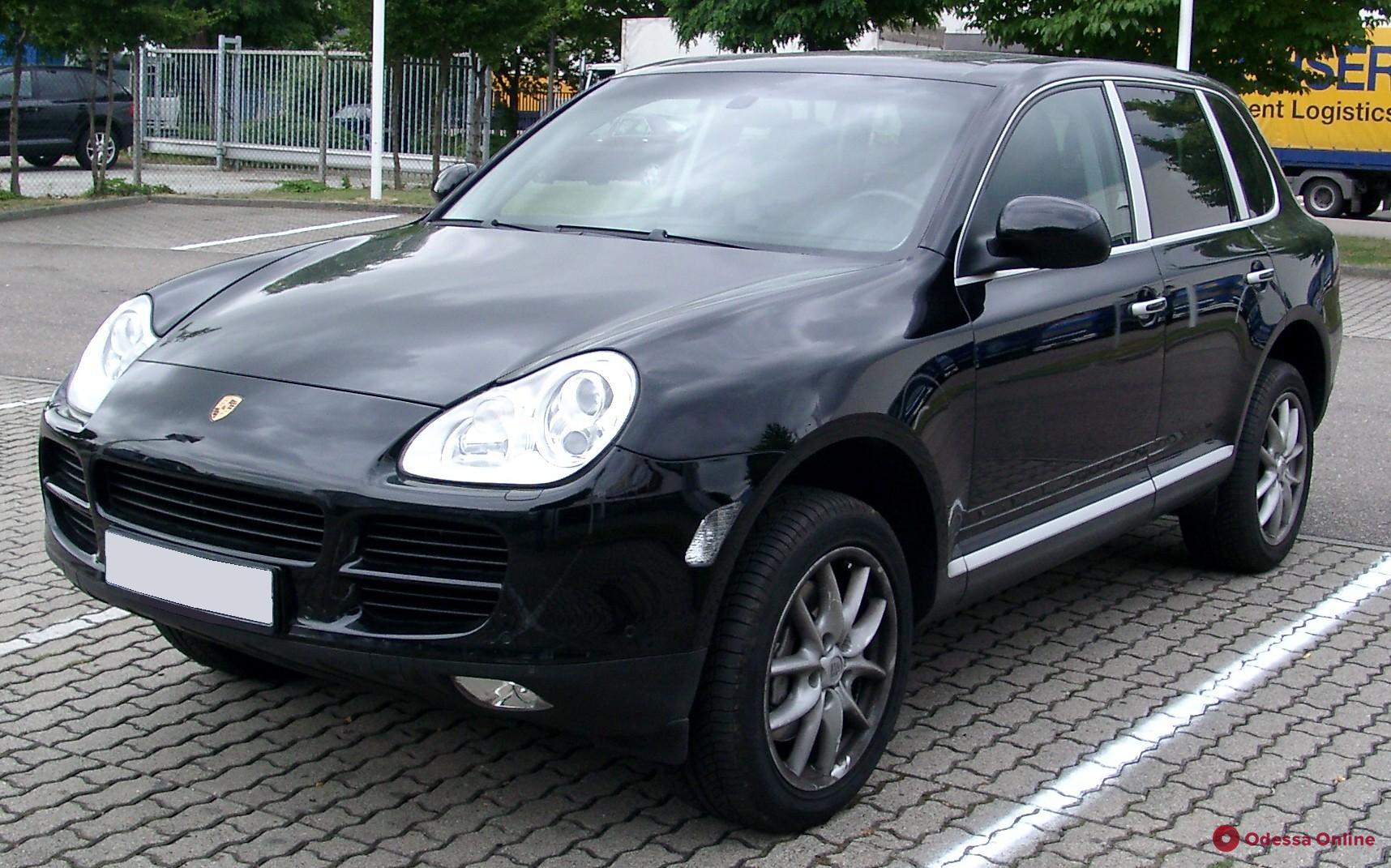 В Одессе инспектор фискальной службы купила машину за миллион и «забыла» задекларировать