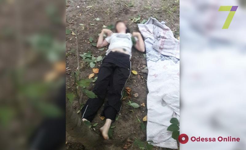 В Одессе из окна многожтажки выбросилась женщина
