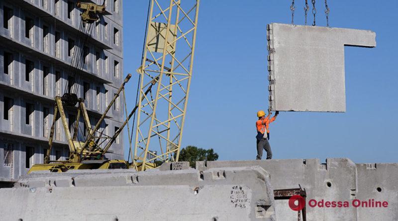 В Одесской области рабочего раздавила бетонная плита