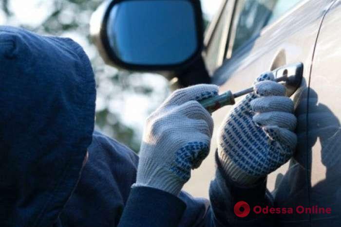 Приехал из Харькова: в Южном поймали автомобильного вора
