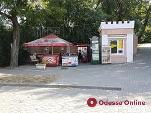 В Одессе в парке Шевченко демонтировали более 40 объеков торговли