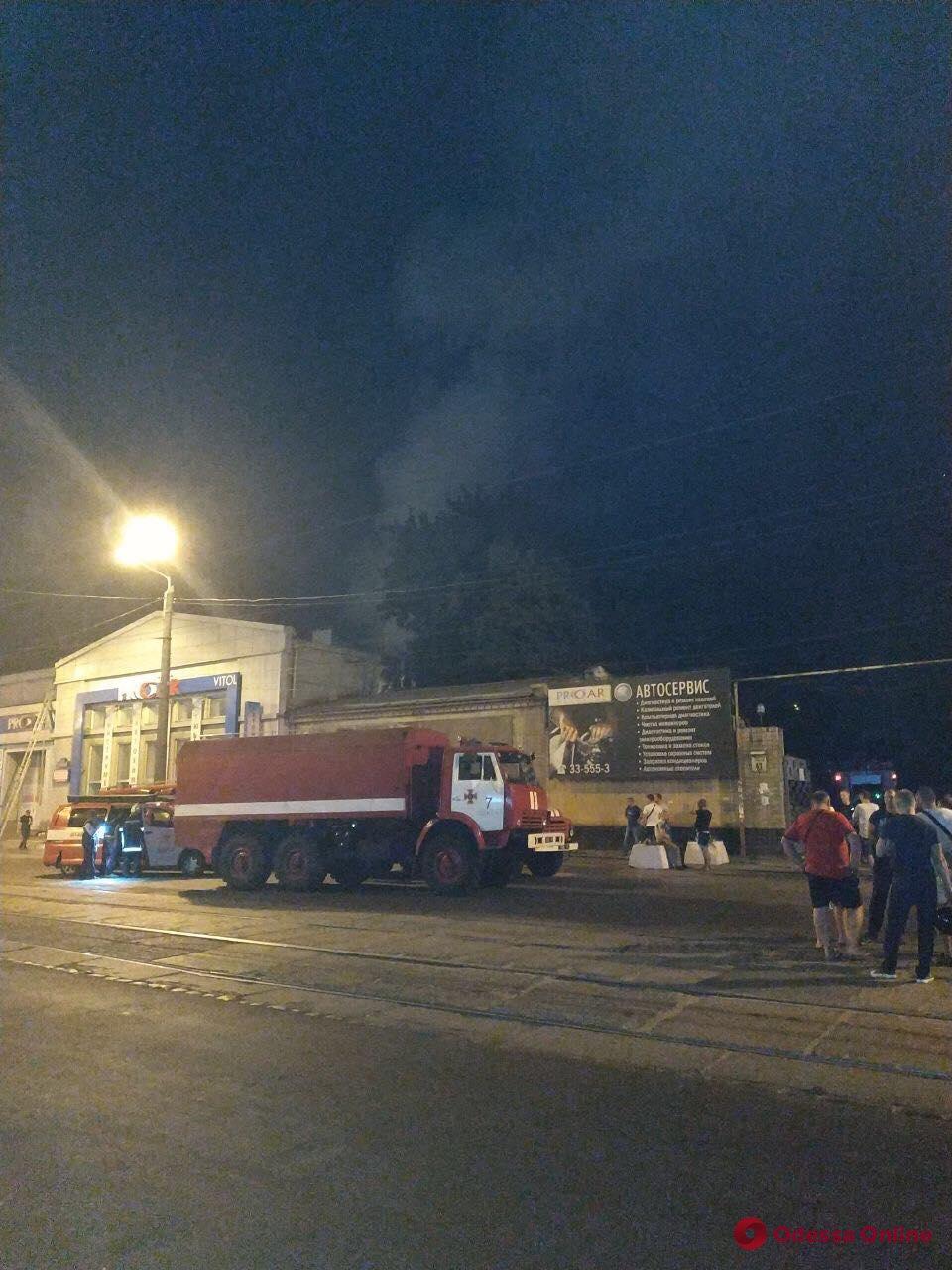 Жизням одесских спасателей, пострадавших при взрыве на СТО, ничего не угрожает