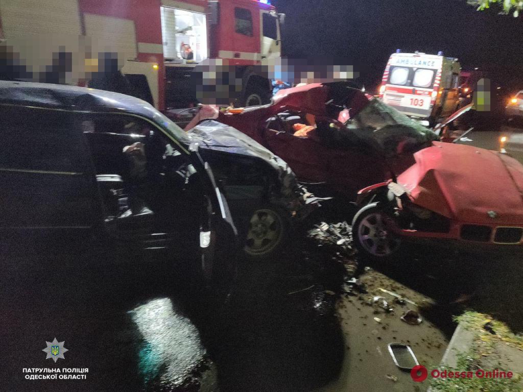 Смертельное ДТП в Одессе: трое погибших, четверо пострадавших (осторожно, фото)