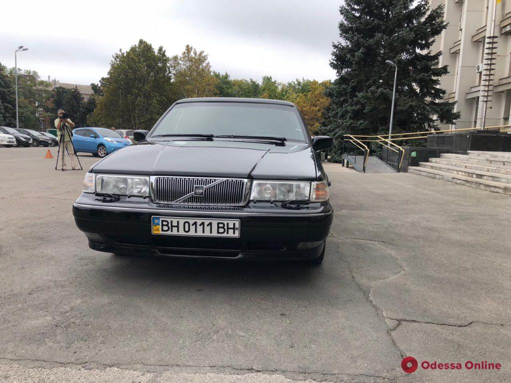 В Одесском облсовете предлагают всем желающим покататься на президентском лимузине