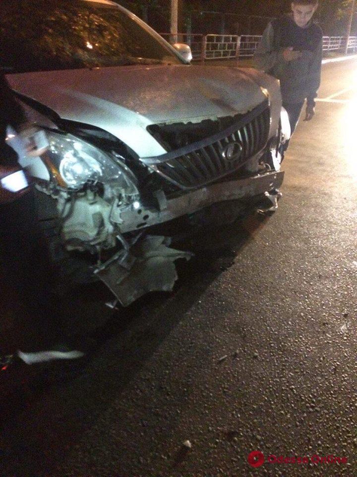 На Фонтане столкнулись Mercedes и Lexus