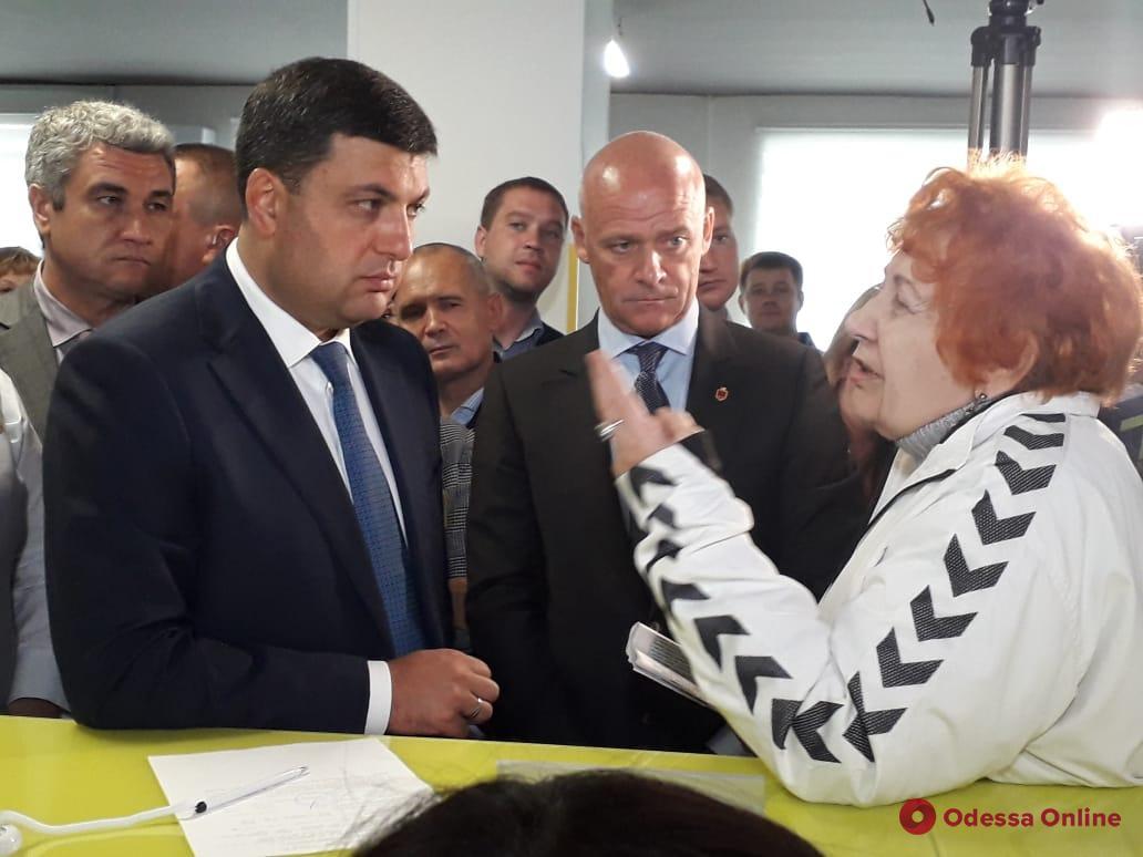 Гройсман в Одессе: премьер ознакомился с работой центра админуслуг