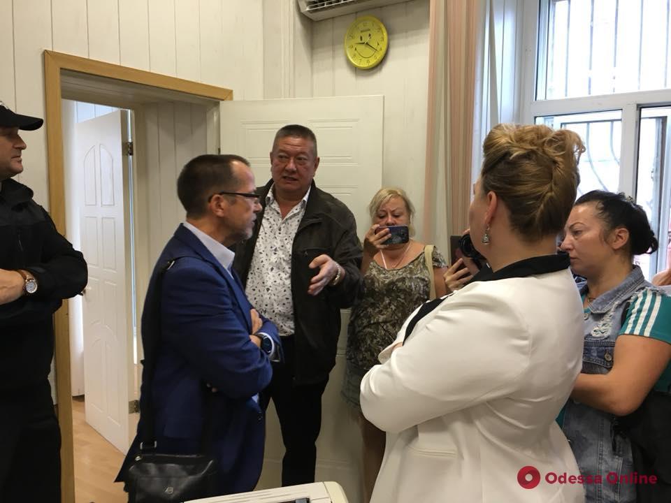 Вызывали полицию: нового и.о. ректора Одесского медуниверситета не пускали в кабинет