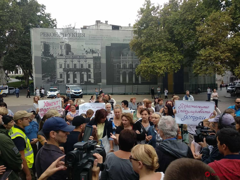 Годовщина пожара в «Виктории»: активисты устроили митинг на Думской площади (фото)