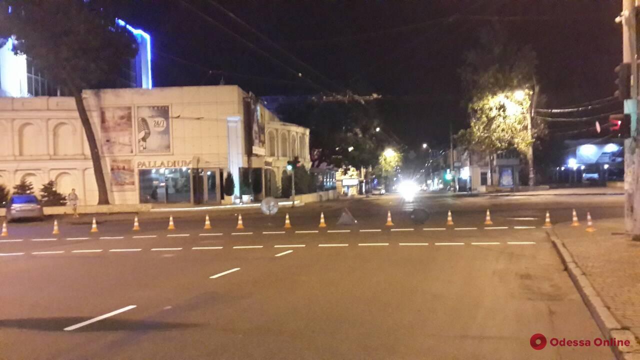 На оживленной улице Одессы обновили дорожную разметку