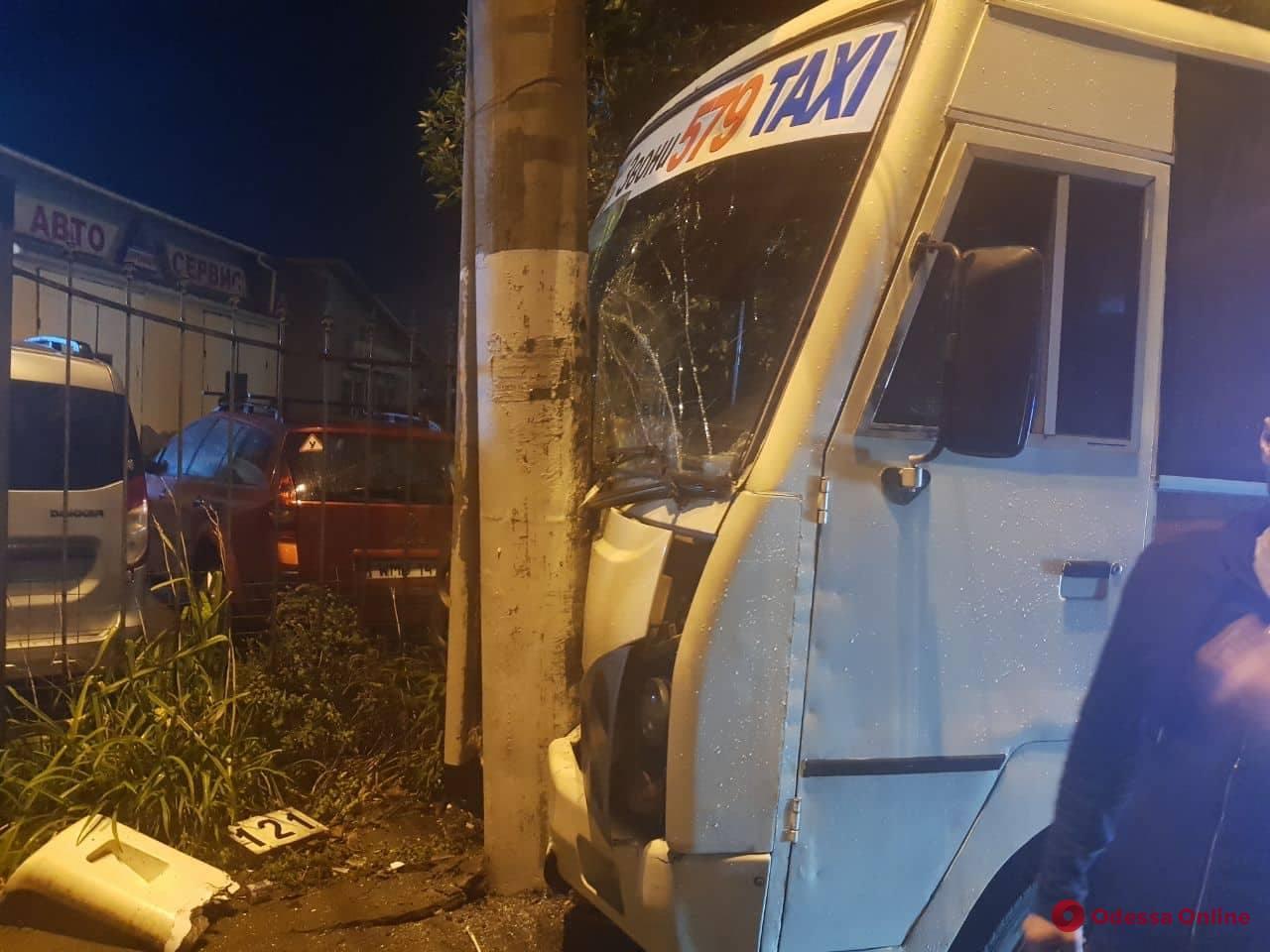 В Одессе в ДТП пострадали 4 пассажира маршрутки