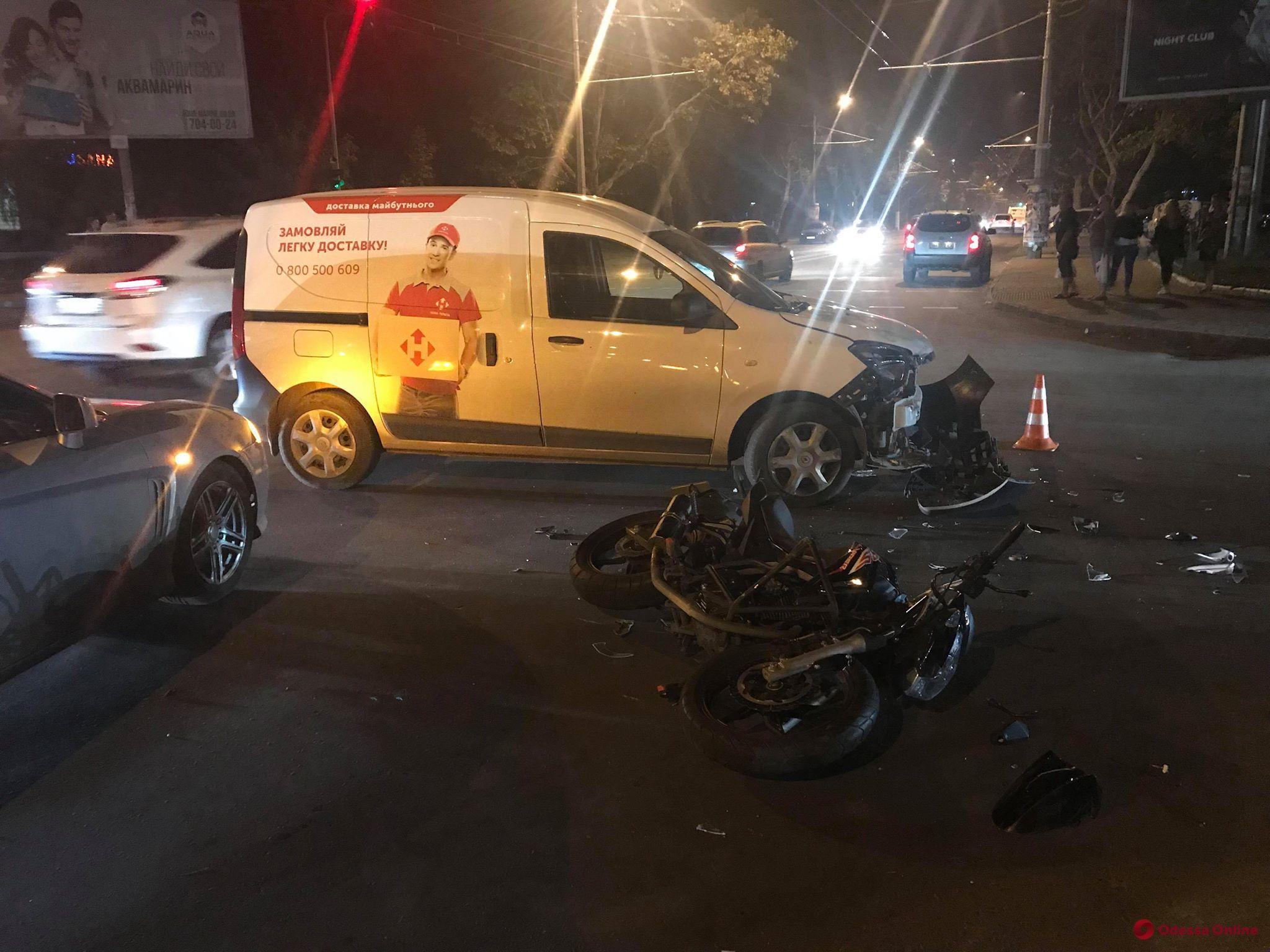 ДТП на Таирова: пострадала мотоциклистка
