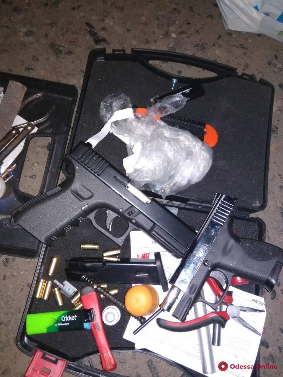 В Одессе задержали рецидивиста с оружием
