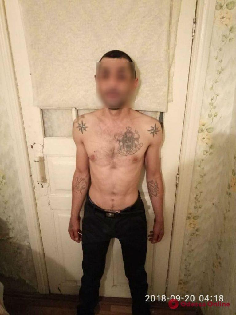 Залез в дом и угрожал хозяйке: в Одесской области задержали грабителя