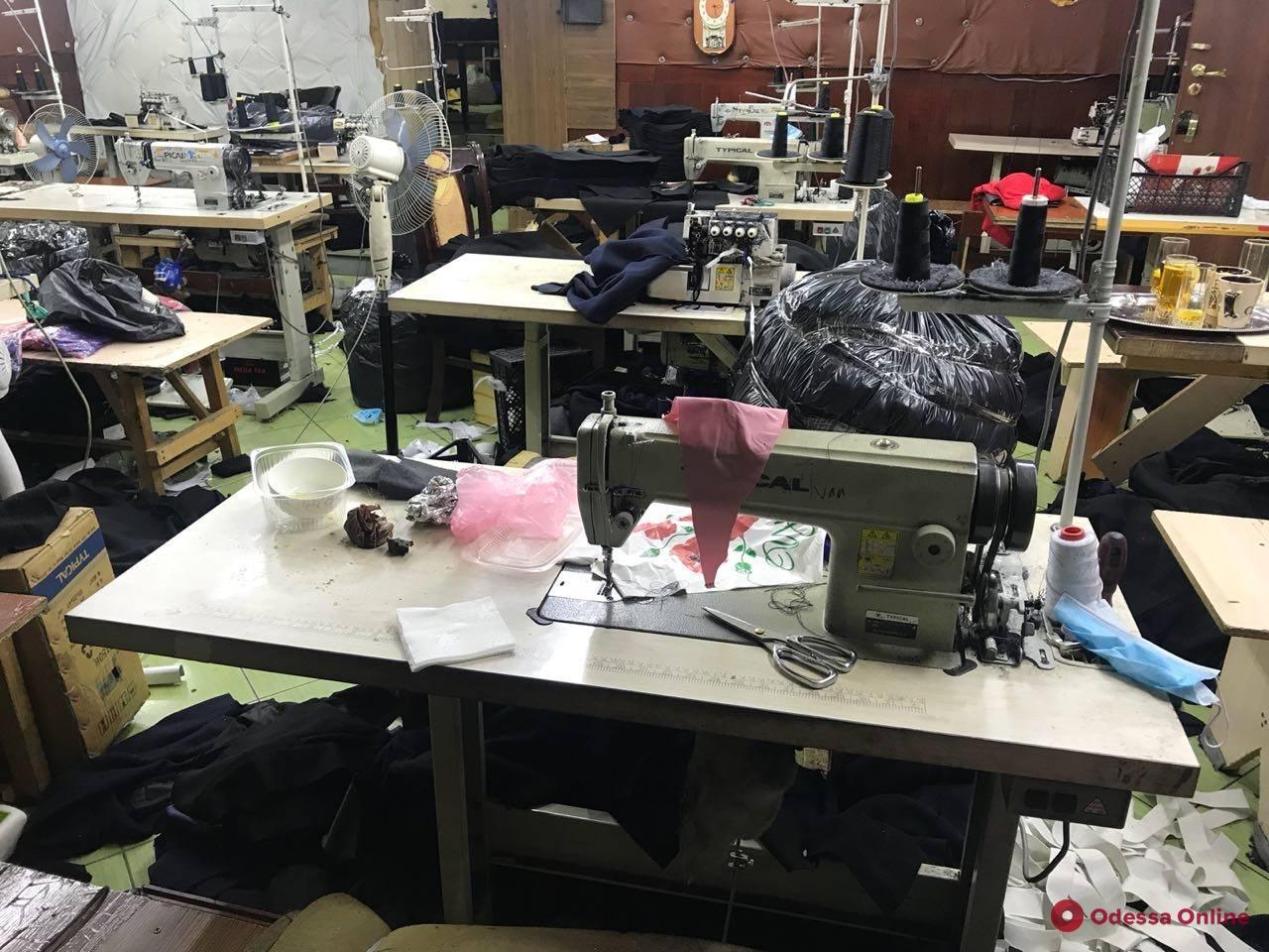 В Одессе нелегалы из Вьетнама шили «липовый» Adidas и Nike