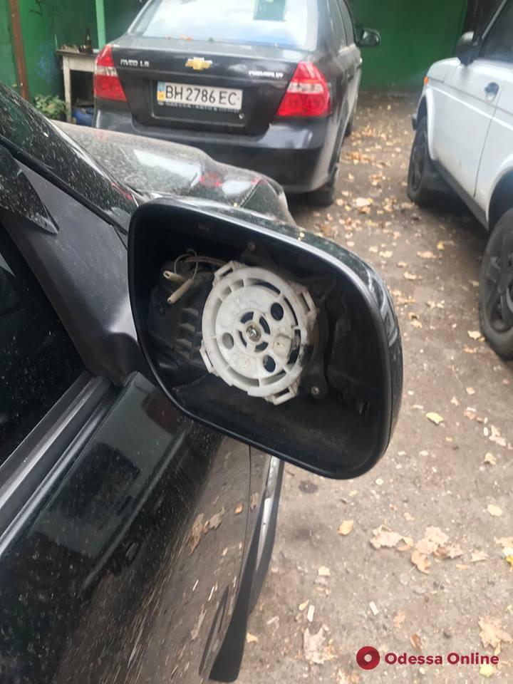 В Одессе активизировались похитители автомобильных зеркал