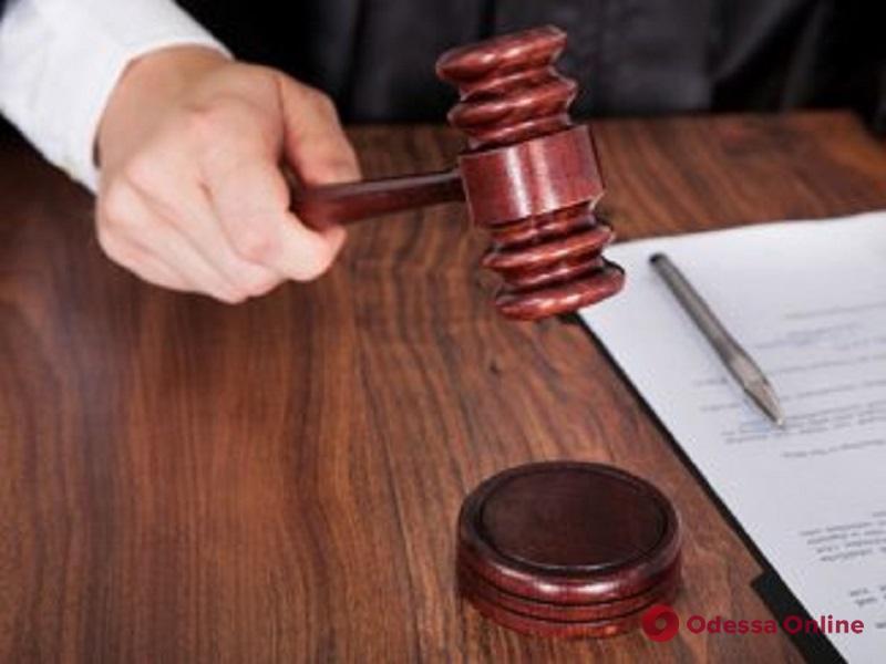 Ограбил киоск и продавщицу на одесском пляже: суд поместил криминального туриста в СИЗО