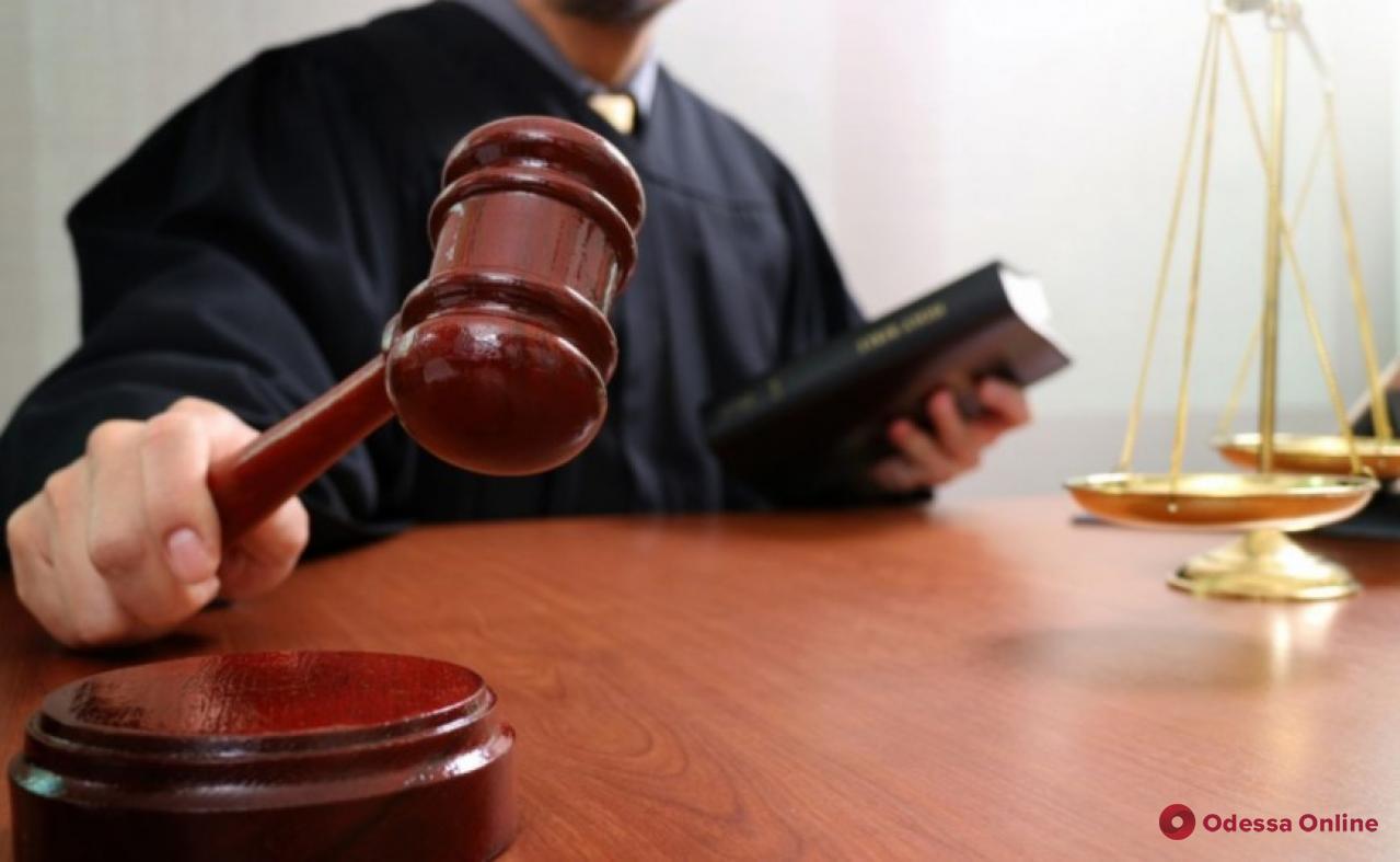 Одесса: суд отправил пойманных на взятке главу сельсовета и землеустроителя в СИЗО