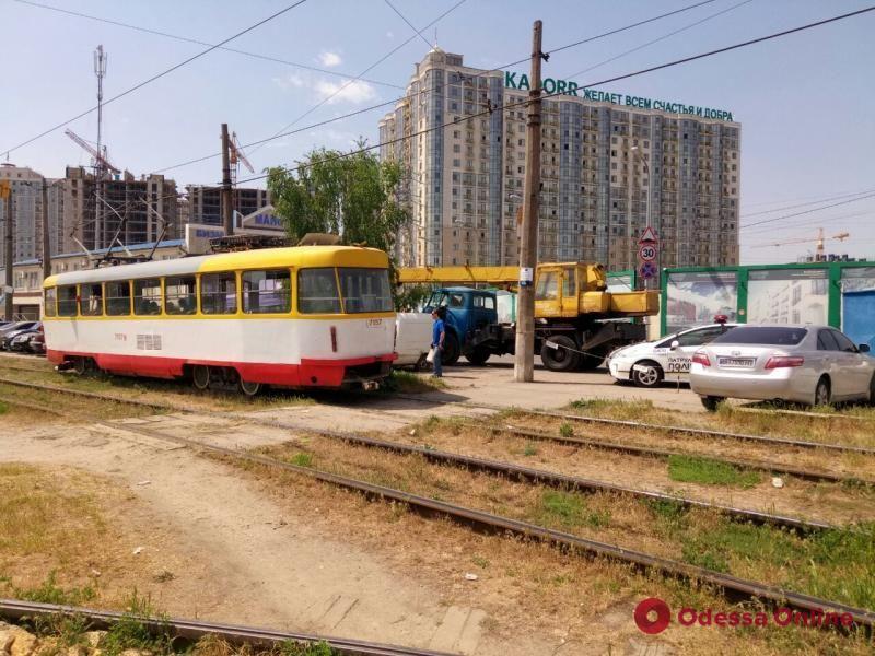 В Одессе приостановлено движение трамваев №3 и 27 и троллейбуса №2