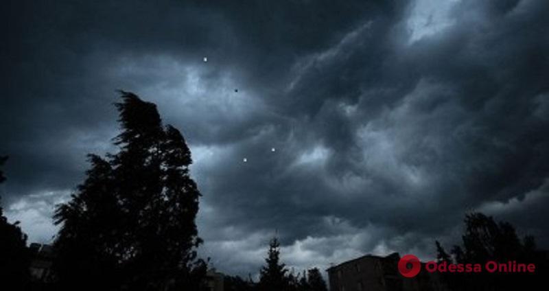 Дожди и ветер: в Одесской области объявлено штормовое предупреждение