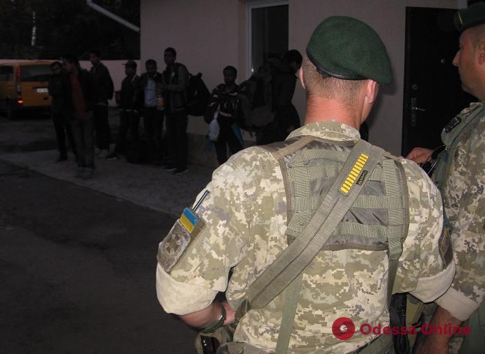В Одесской области задержали 15 нелегалов из Южной Азии