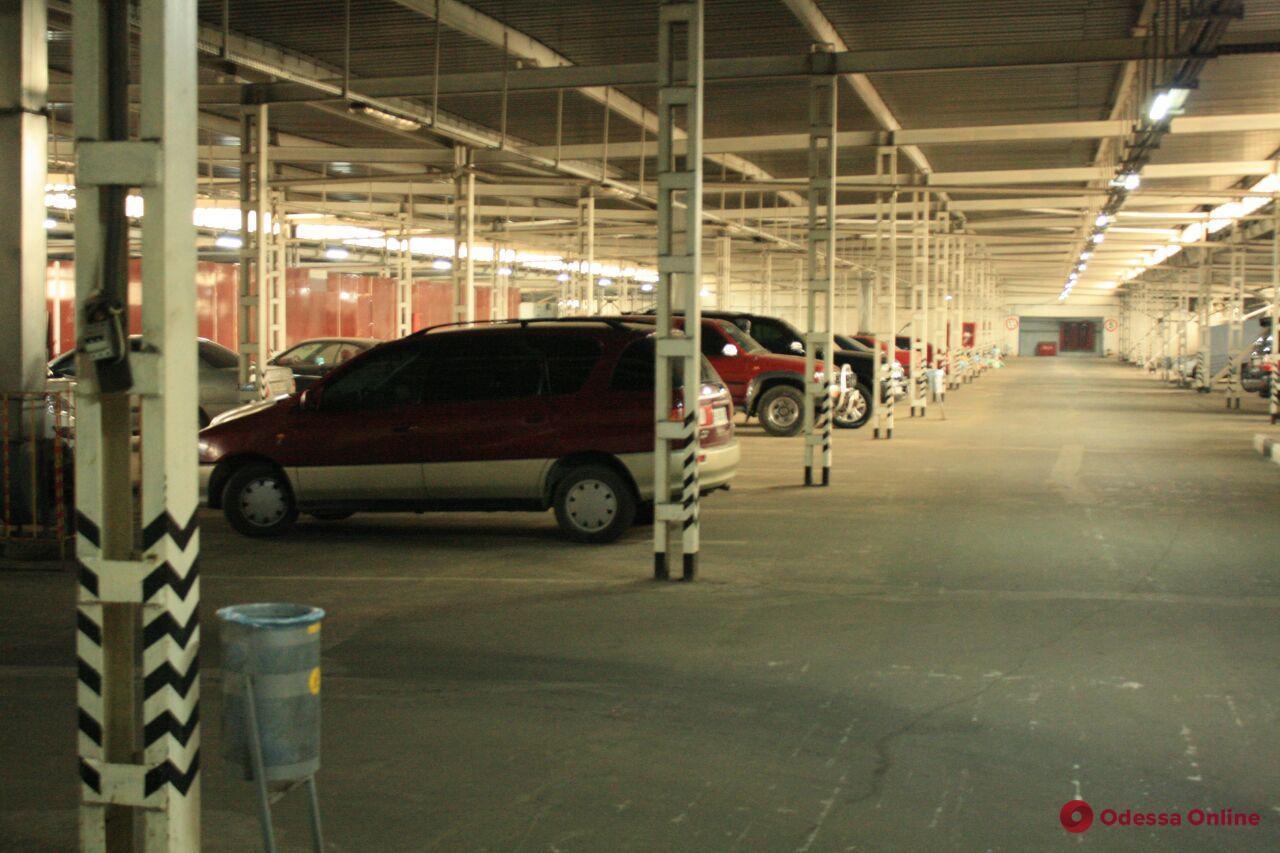 У одесского нардепа забрали паркинг и торговый центр у Привоза (фото, видео)