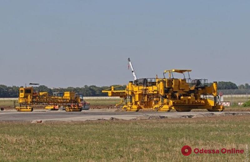 Одесский аэропорт получит еще свыше миллиарда на новую «взлетку»