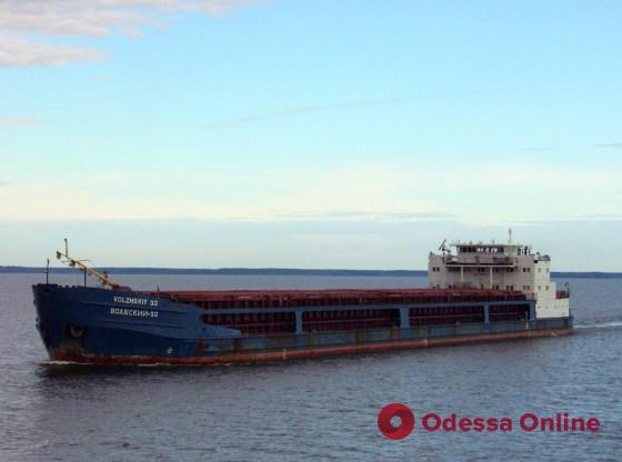 У побережья Одессы стоит брошенный судовладельцем теплоход