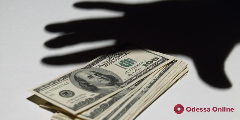 Обманул кассира: в одесском магазине парень украл чужие деньги из обменного пункта
