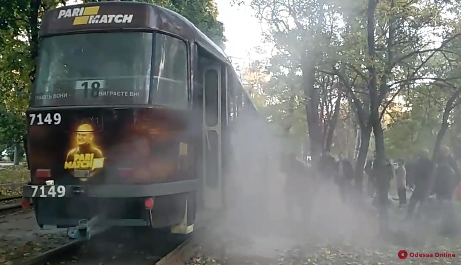 В Одессе внезапно задымился трамвай (видео)