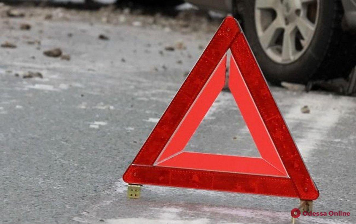 ДТП в Одессе – пострадавшего водителя доставали спасатели