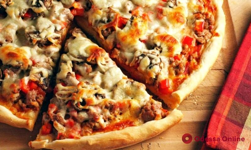 Владельца трех одесских пиццерий оштрафовали из-за песен Монатика и Солохи