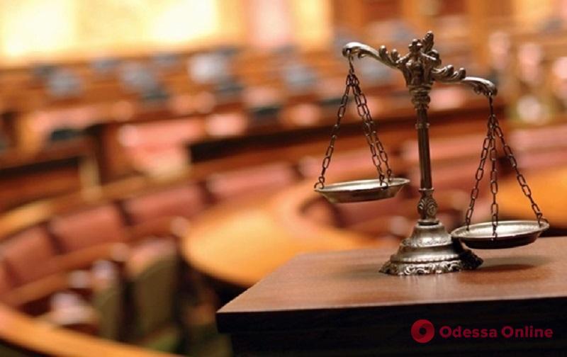 Мама подарила: одесская судья приобрела люксовый автомобиль почти за бесценок