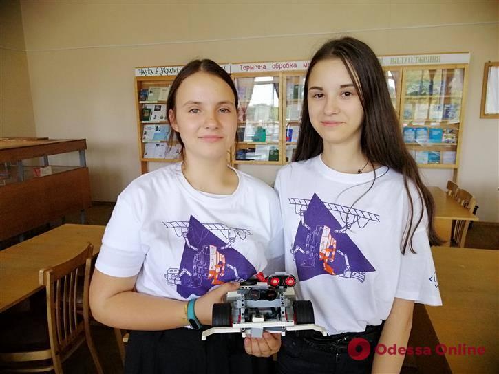 Одесские школьницы завоевали «золото» на международных соревнованиях по робототехнике (фото)