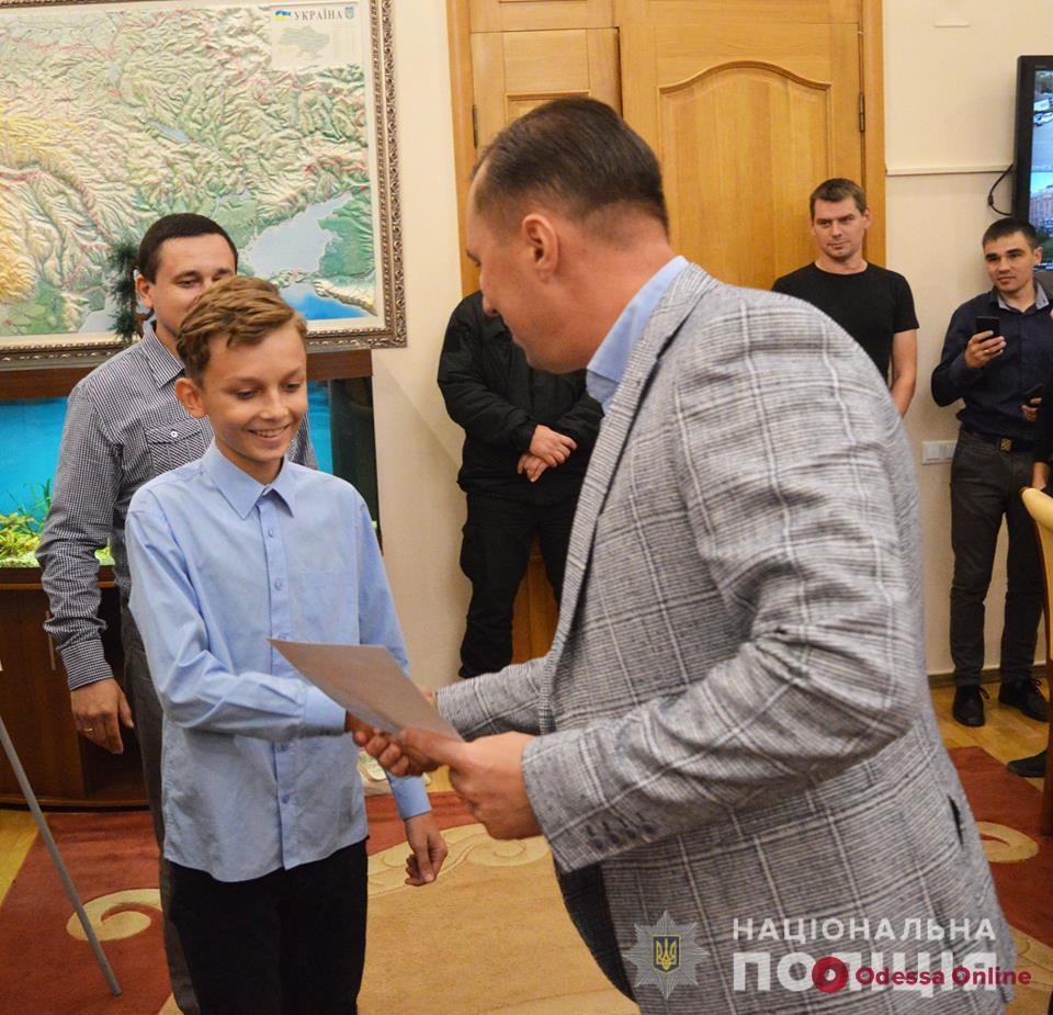 Задержали домушника: глава облуправления полиции наградил одессита и его сына