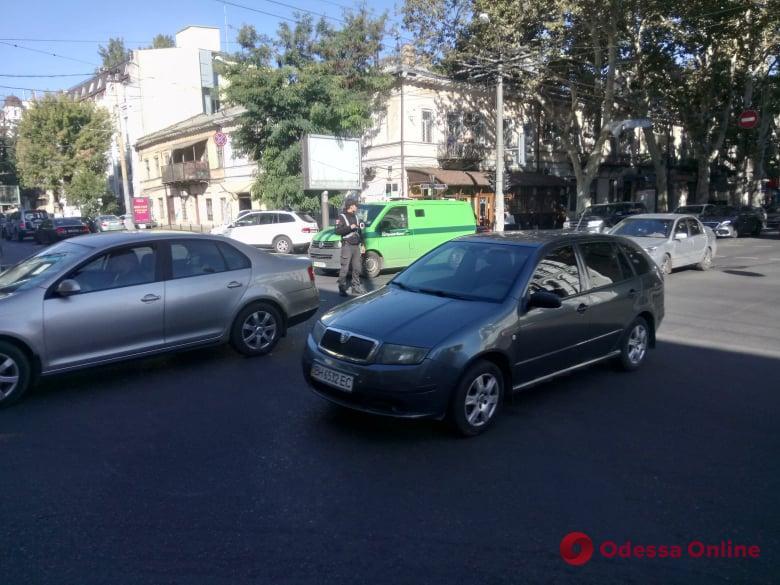 В центре Одессы не работают светофоры: стоят регулировщики (фото)