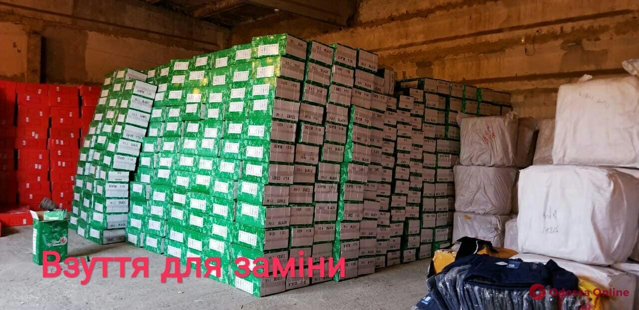 Одесса: правоохранители перекрыли канал контрабанды одежды из Китая