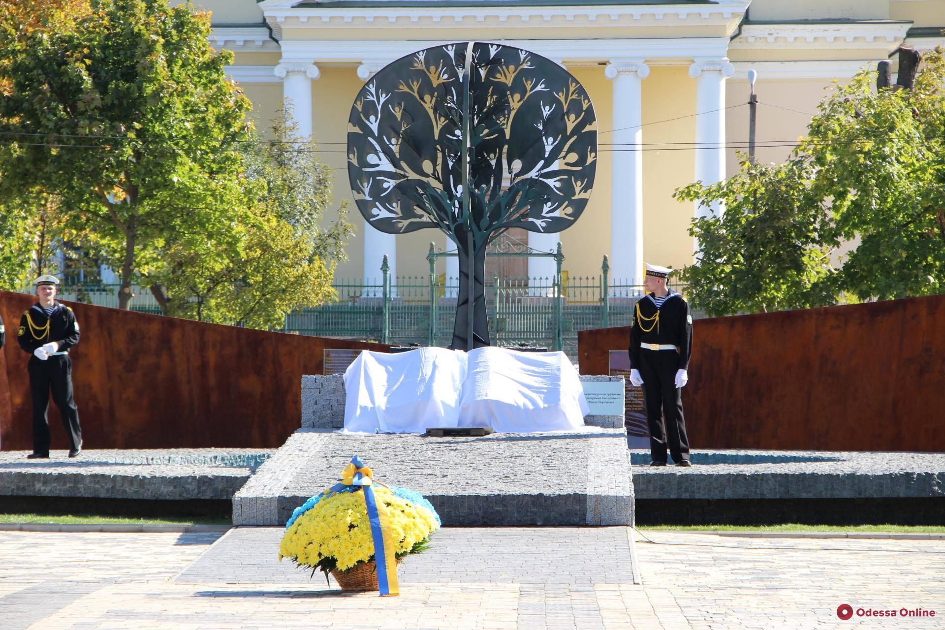 Президент открыл в Болграде новый памятник участникам боевых действий (фото)