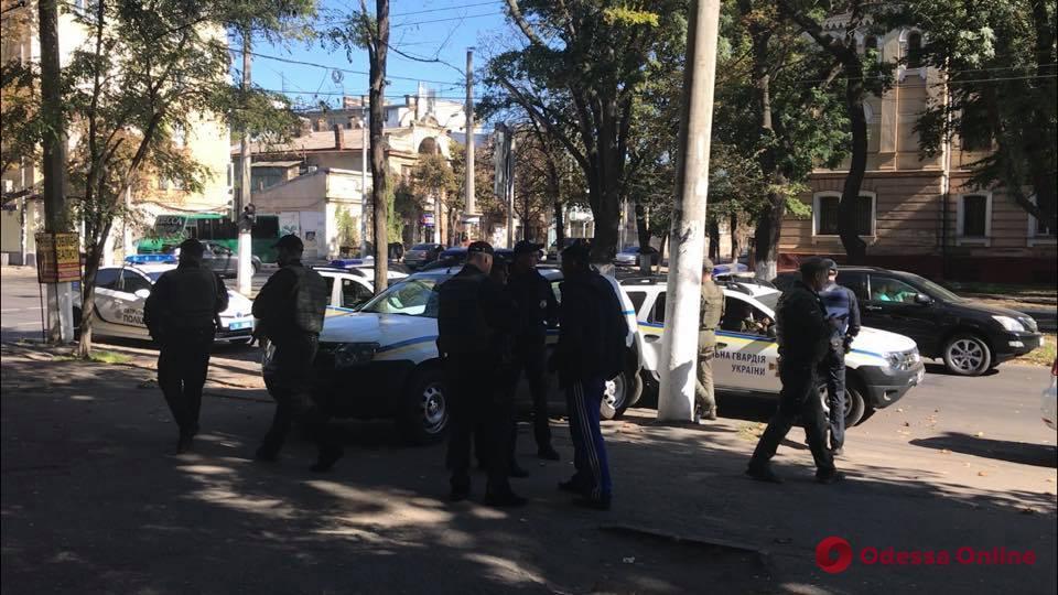 Выстрелили в ногу и забрали рюкзак: на Канатной напали на парня