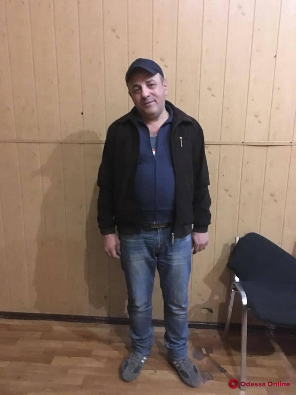 Воровали телефоны в транспорте: в Одессе задержали троих рецидивистов