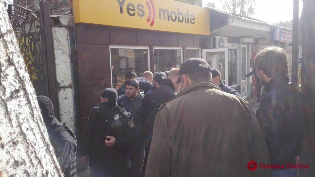 В Одессе на радиорынке полиция проверяет подозрительных иностранцев