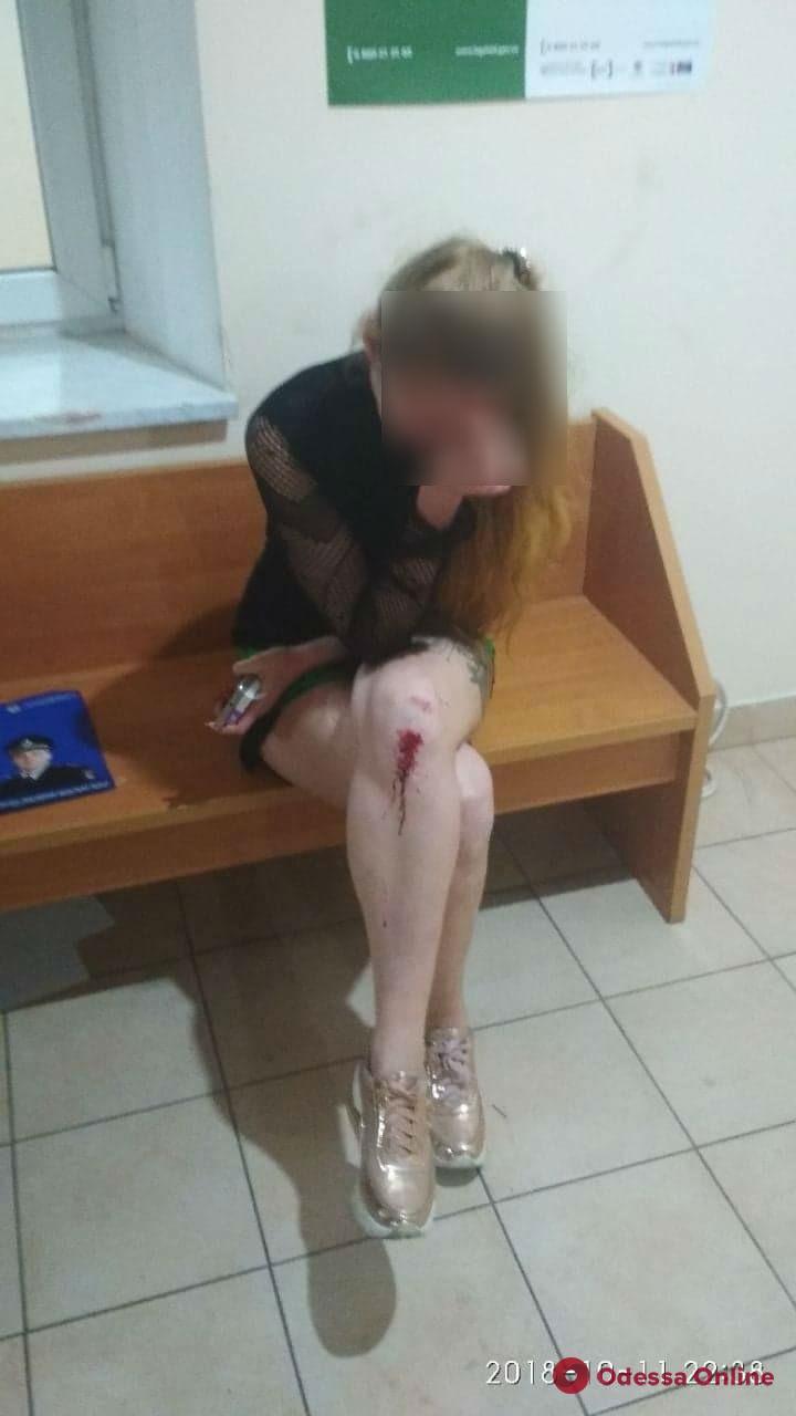 В Одессе таксист избил пассажирку