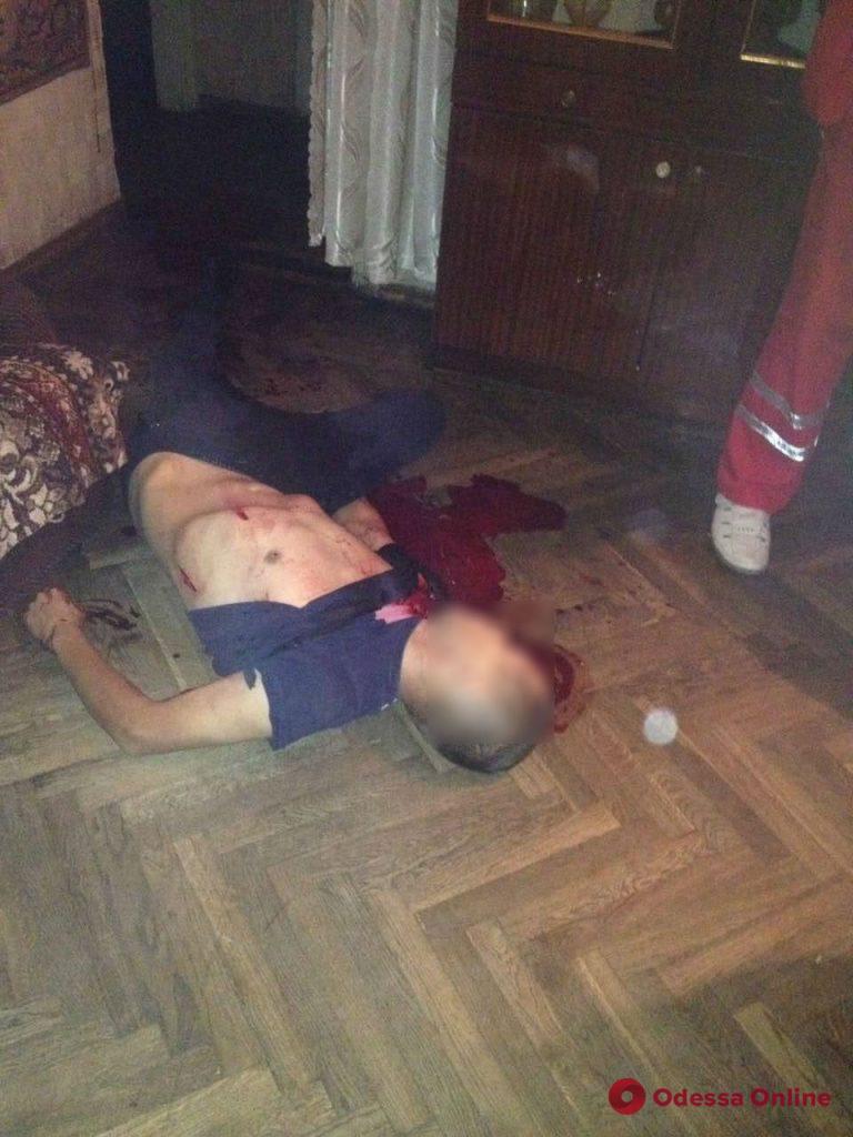 Черный вечер пятницы: в Одессе пасынок убил отчима (осторожно, фото)